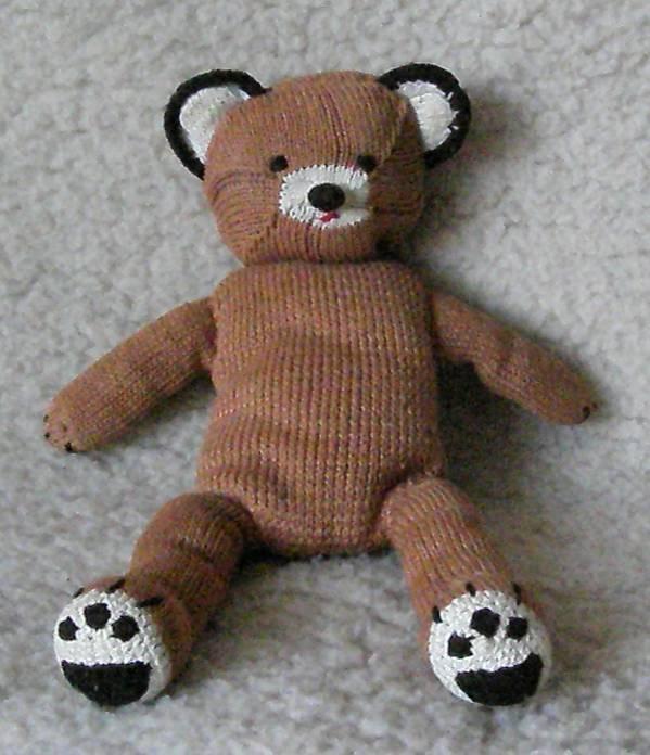 сшейте медведя с помощью выкройки мишки Тедди.