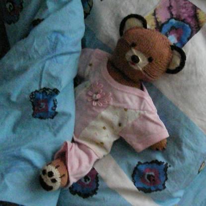 """вязаный костюмчик(шорты,свитер,носочки) отсюда:Молли Годдард """"Вязаные..."""
